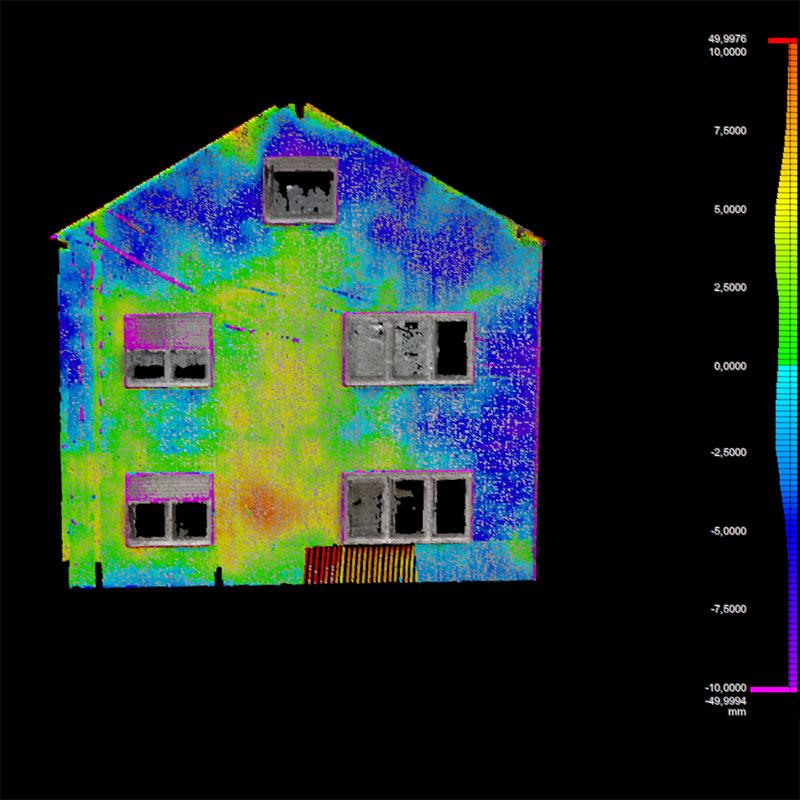 Qualitätskontrolle der Fassade für den Bau im Bestand